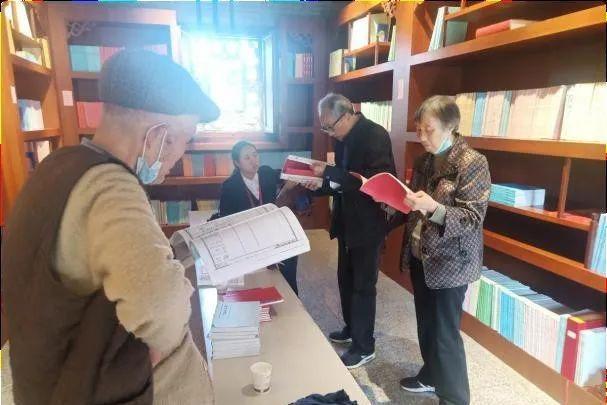 四川94岁老人携92岁弟弟麻城寻根问祖