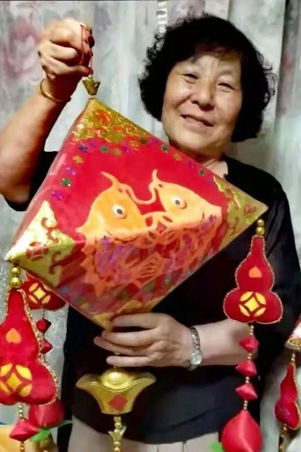 韩式七姐妹对剪纸艺术的传承,保护传统文化,向她们学习!