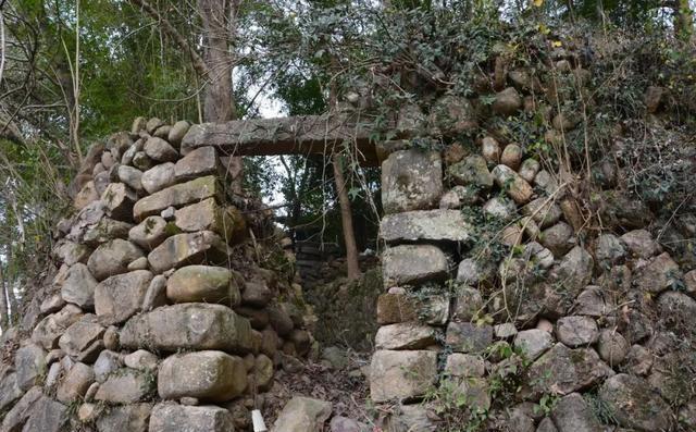 温州文成这个以防寇著称的古村,现只剩古堡遗址及散落的乡村风物