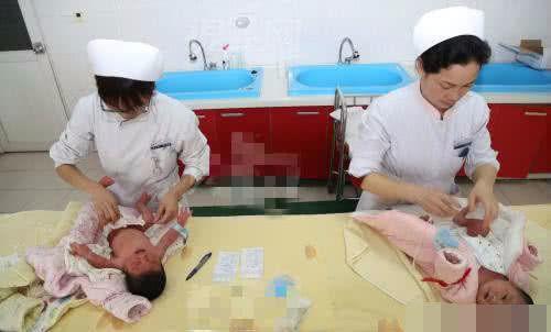 爸爸姓墨,给孩子起的名字,把医生护士逗乐了