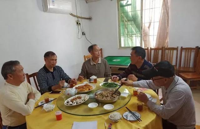 《广东省黄氏总谱》花都卷座谈会在花都乌石村召开