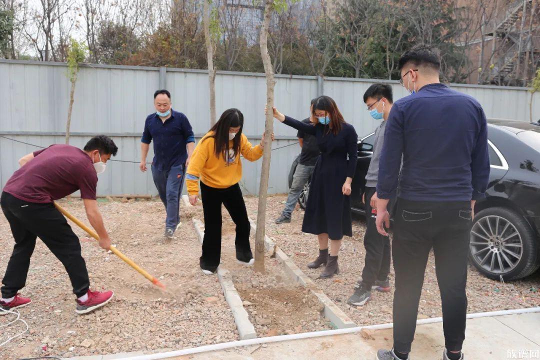 平氏人植树节种下希望